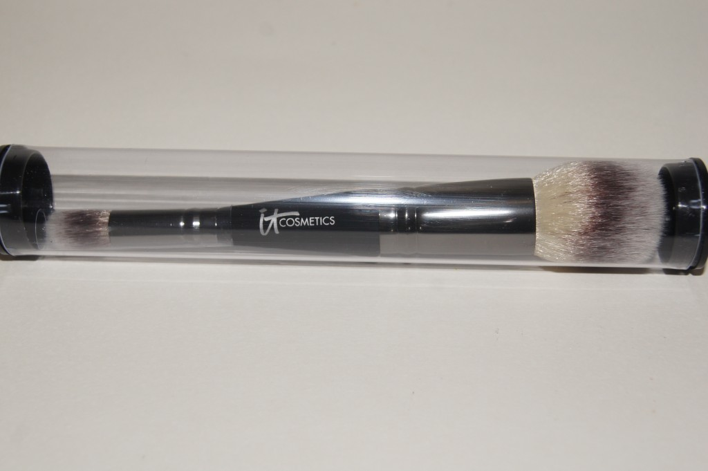 IT Cosmetics Dual Airbrush Foundation Concealer Brush packaging