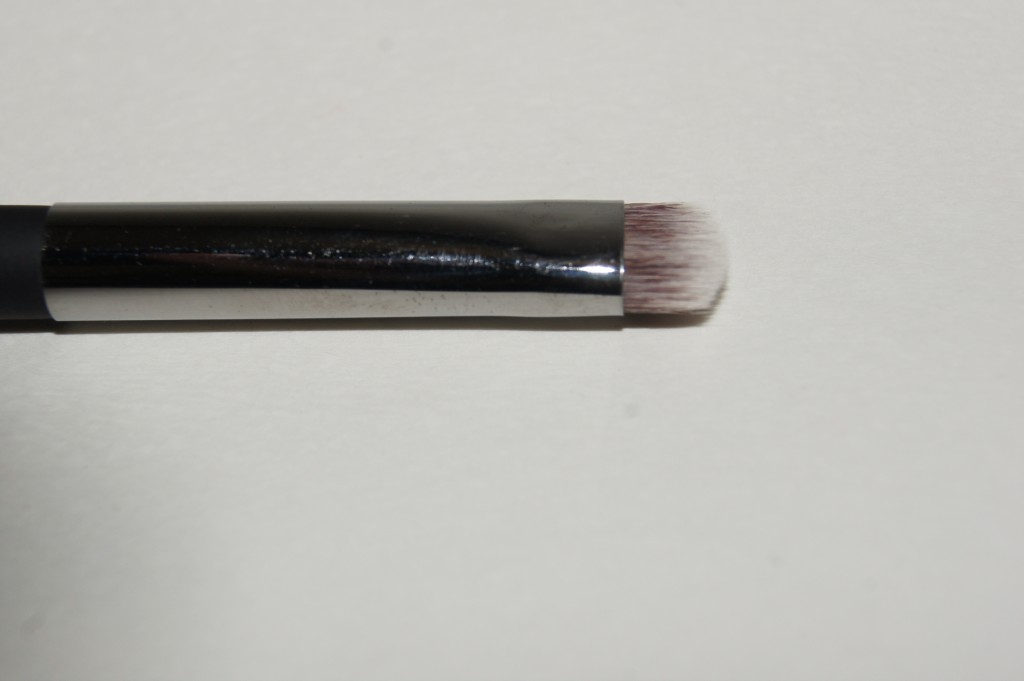 "IT Cosmetics ""No Tug"" Heavenly Luxe Dual Airbrush Eyeshadow Brush Smudge End"